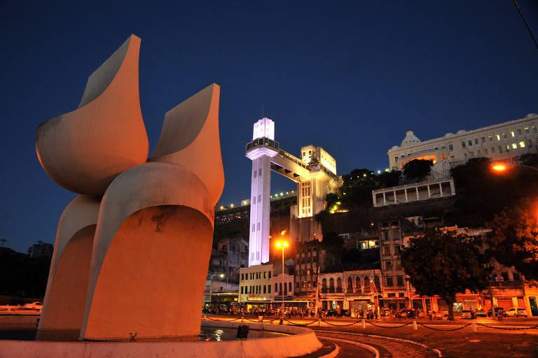 O Monumento à Cidade de Salvador, atingido por incêndio neste sábado, em imagem de 2013