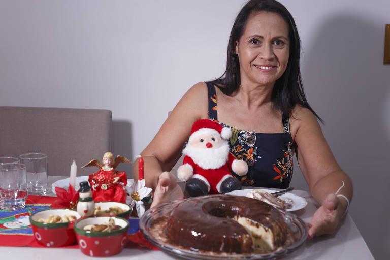 A bancária Maria Aparecida Tavares, que desde 1991 prepara um sorvete mesclado para a ceia de Natal