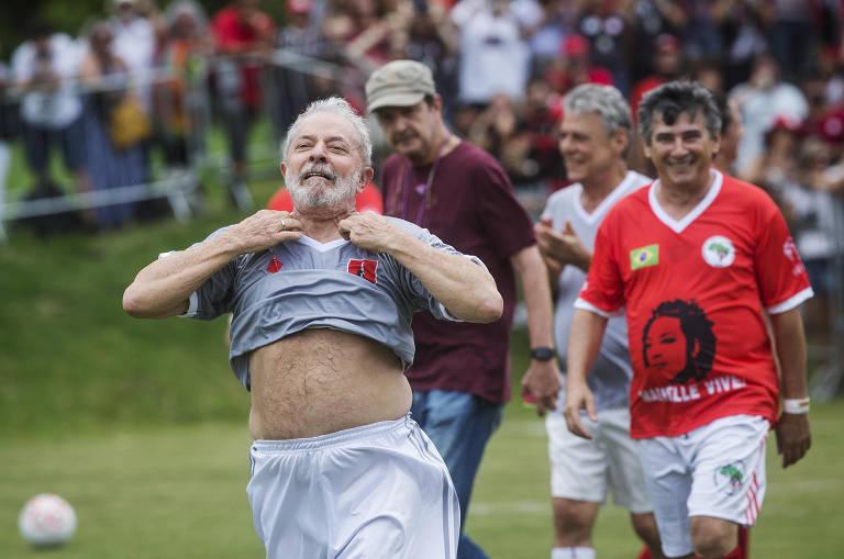 Lula joga partida de futebol em campo do MST