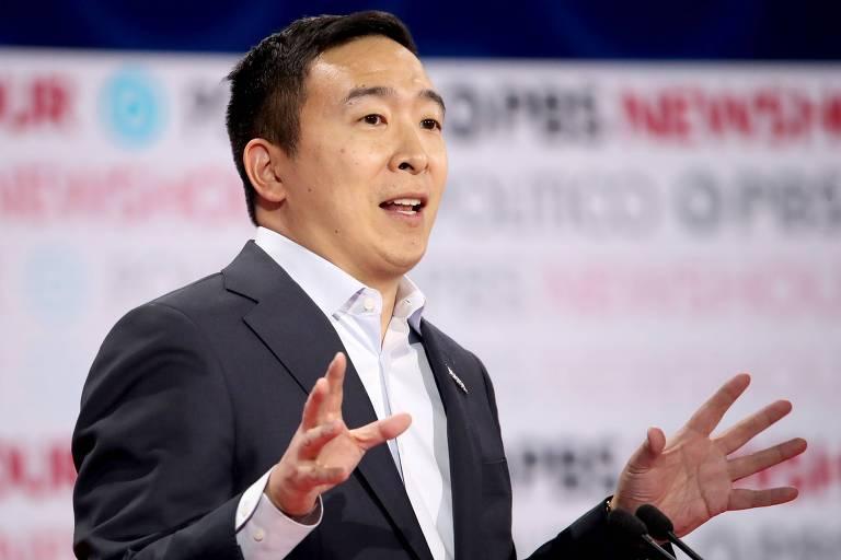 O pré-candidato democrata Andrew Yang durante debate em Los Angeles