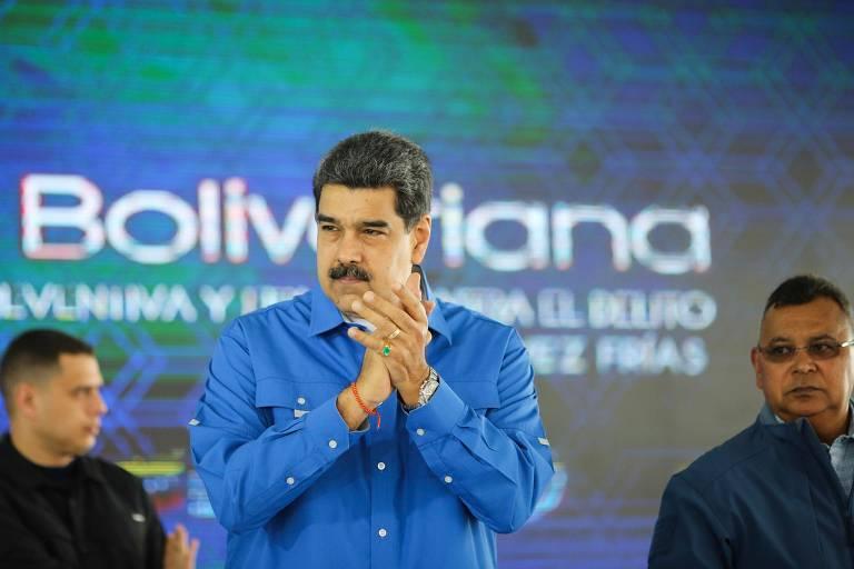 Ditador venezuelano Nicolás Maduro aplaude durante cerimônia de graduação de integrantes da Polícia Nacional em Caracas, em 20 de dezembro,