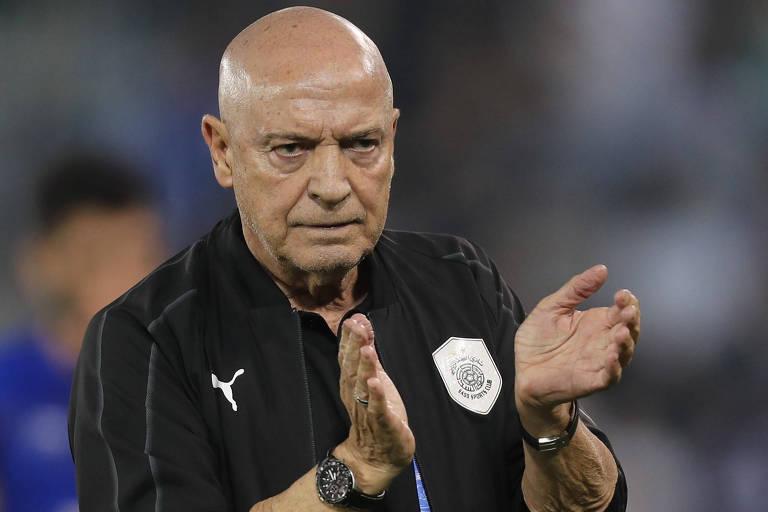 O técnico Jesualdo Ferreira em partida do Al-Sadd, em 2018