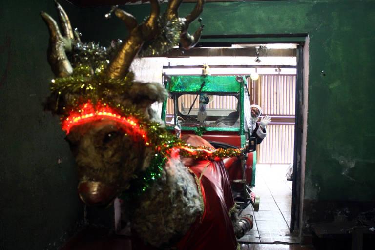 Em Suzano, na Grande SP, Papai Noel tem trenó feito de produtos recicláveis