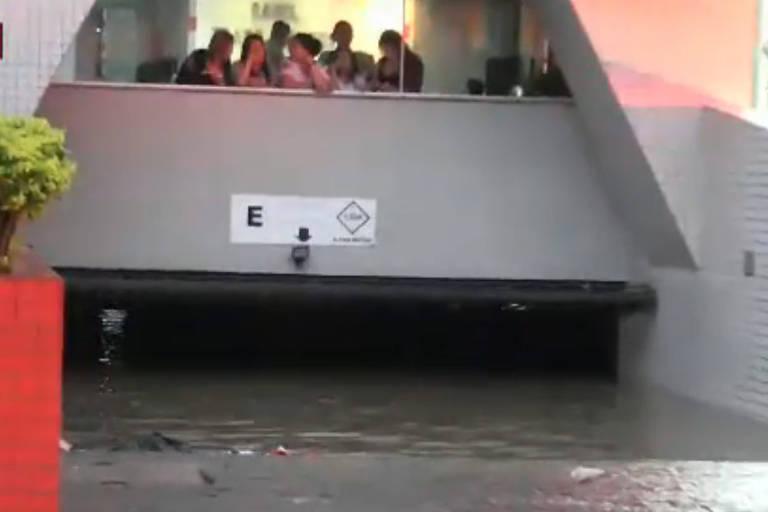 Chuva deixa um morto e vários pontos de alagamento na capital paulista