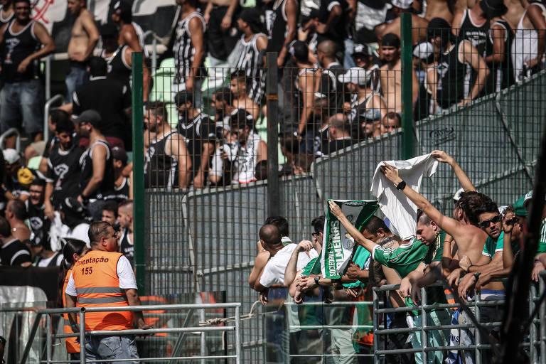 Torcedores de Corinthians e Palmeiras no Allianz Parque; em 2020 nos conformaremos com torcida única?