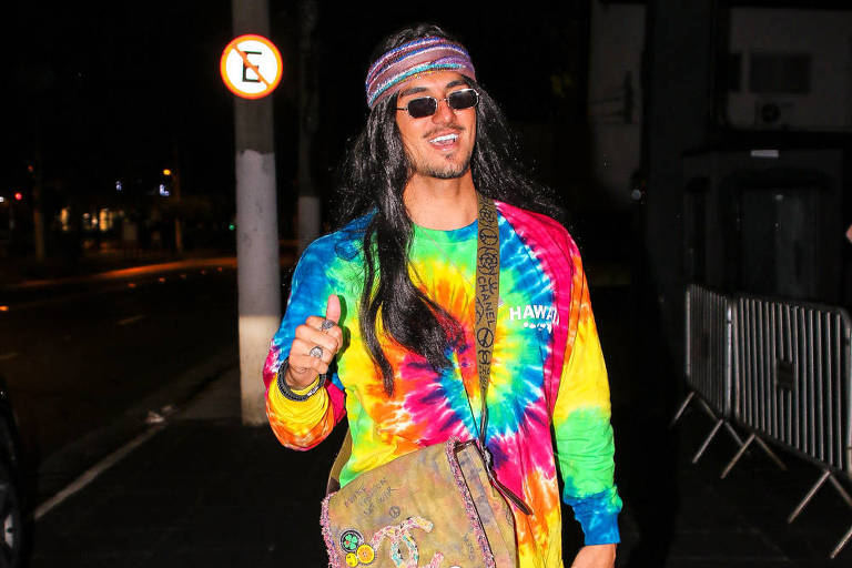 Gabriel Medina fantasiado de hippie