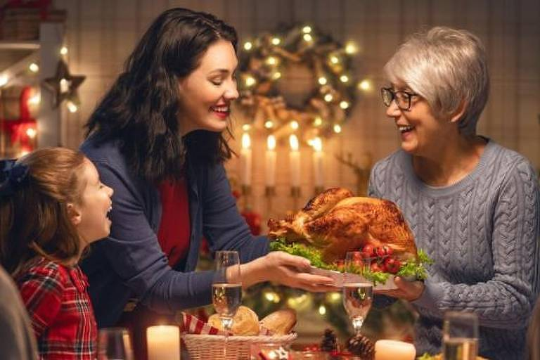 O clima das festas de fim de ano pode nos condicionar a esperar grandes quantidades de comida