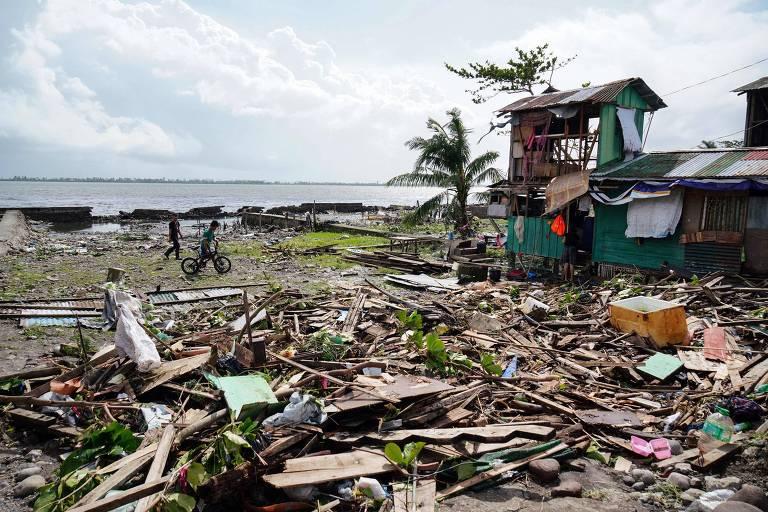 Tufão atinge Filipinas e causa prejuízos a milhões de pessoas no Natal