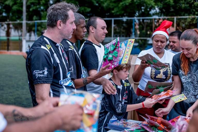 Jogo festivo entregou 4.000 brinquedos a crianças do Jardim Helena, do extremo leste paulistano
