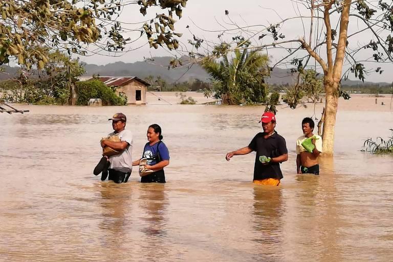 Enchente em Ormoc, no centro do país