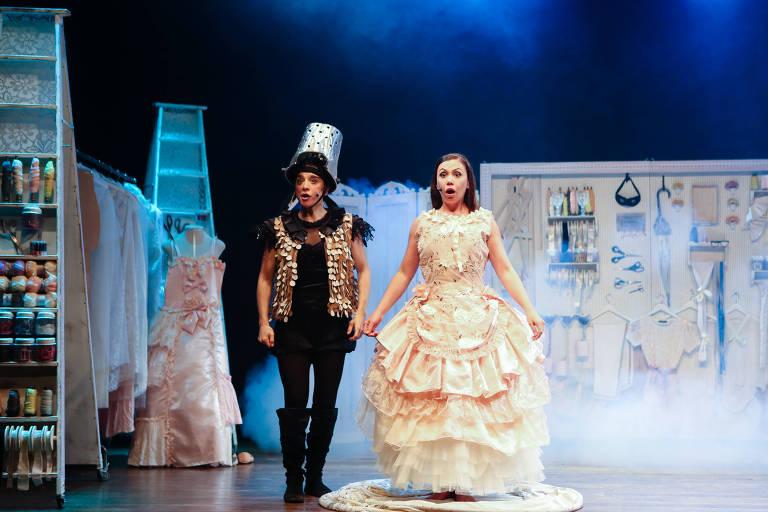 "Espetáculo ""Cinderela La La La"" da Cia. Le Plat du Jour"