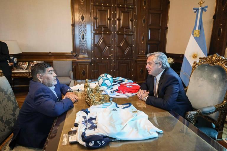 Alberto Fernández recebe Diego Maradona, revelado no Argentinos Juniors, em visita na Casa Rosada