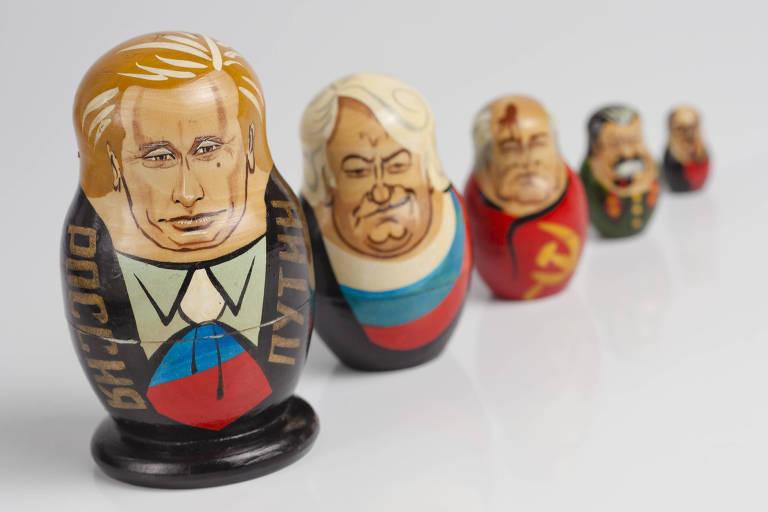 Matrioska com a figura de Putin e de outros líderes russos