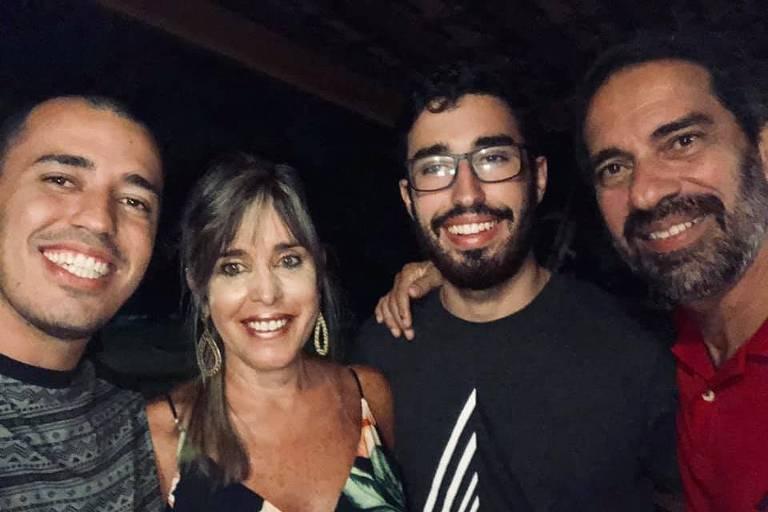 Maria Cristina Ferreira de Oliveira Costa (1965-2019) e família