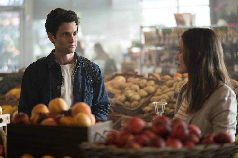 """Segunda temporada de """"Você"""", da Netflix,  começa com o atormentado Joe (Penn Badlgey) trocando Nova York por Los Angeles, fugindo de uma ex-namorada quer ajustar contas com ele"""