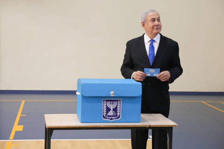Binyamin Netanyahu vota em Jerusalém