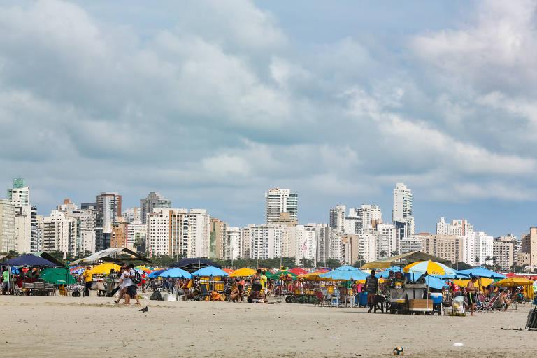 Turistas já tomam conta das praias do litoral sul de SP