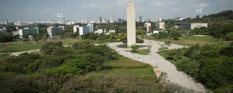 SÃO PAULO, SP, 14.09.2015: UNIVERSIDADE-SP - Praça do relógio no campus Butantã da USP em São Paulo. (Foto: Diego Padgurschi/Folhapress)