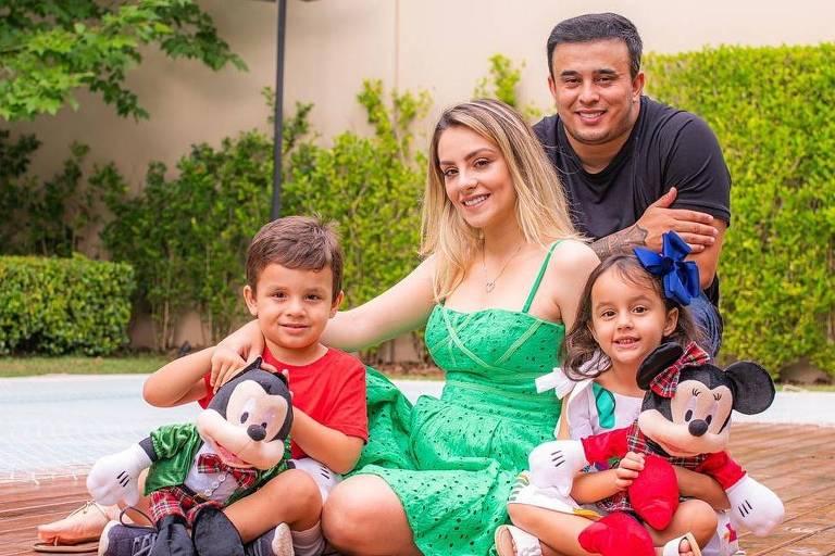 Cantor Kauan e família