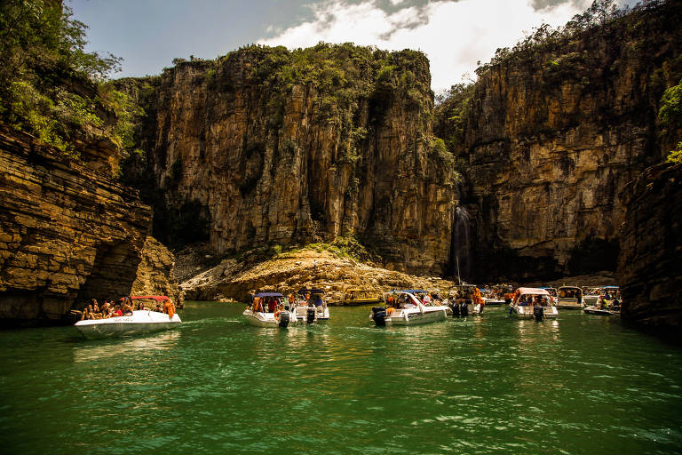 Turistas no lago de Furnas, em Capitólio (MG)