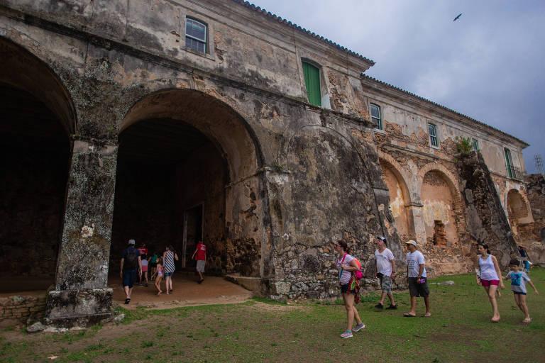 Em Florianópolis, passeio por fortificações históricas é alternativa à praia