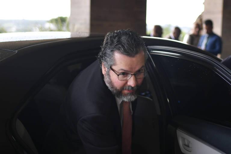 O ministro das Relações Exteriores, Ernesto Araújo, chega ao Congresso para participar da Conferência Nacional da Frente Parlamentar Evangélica