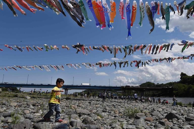 Criança brinca durante um festival cultural nos arredores de Tóquio - 29.abr/2016