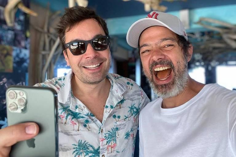 Bruno Mazzeo tem momento de tiete ao encontrar Jimmy Fallon durante viagem à Jamaica