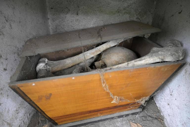 Crise econômica na Argentina faz crescer opção por cremação sem velório
