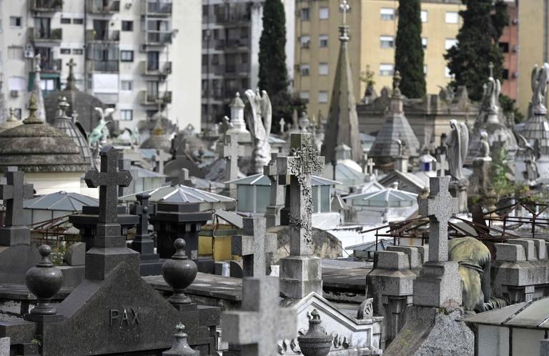 Em meio à crise, argentinos têm dificuldades para pagar custos funerários