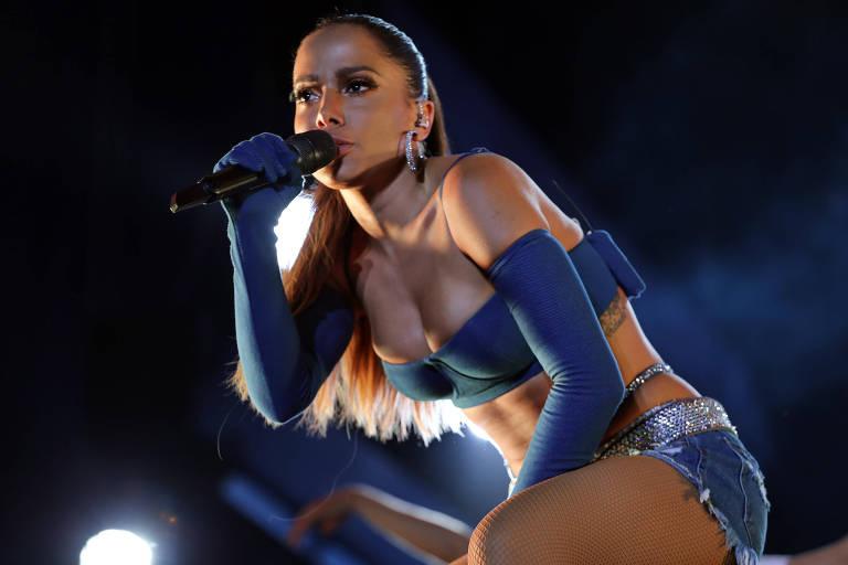 Anitta se apresenta em Salvador
