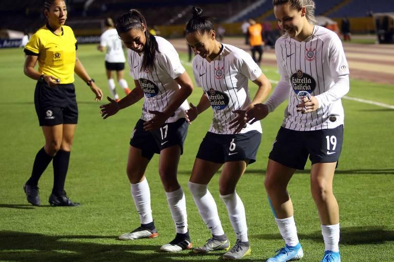 Jogadoras do Corinthians comemoram gol na final da Libertadores; equipe feminina do Timão teve um ano vitorioso