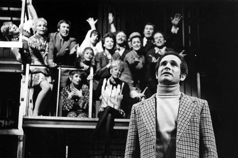 O ator Larry Kert em montagem do musical 'Company', na Broadway, nos anos 1970