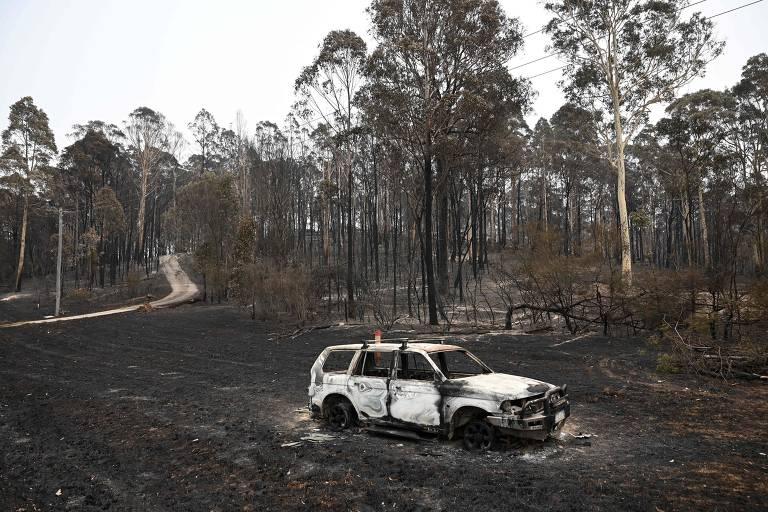 Milhares são obrigados a fugir de incêndios florestais na Austrália