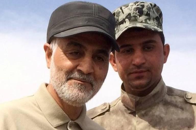 Soleimani (à esquerda) durante ofensiva contra militantes do Estado Islâmico em 2015