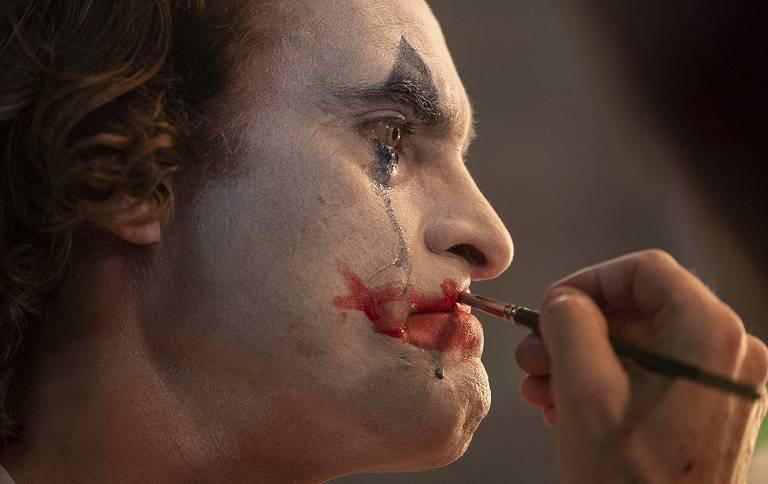 "Joaquin Phoenix em cena de ""Coringa"""