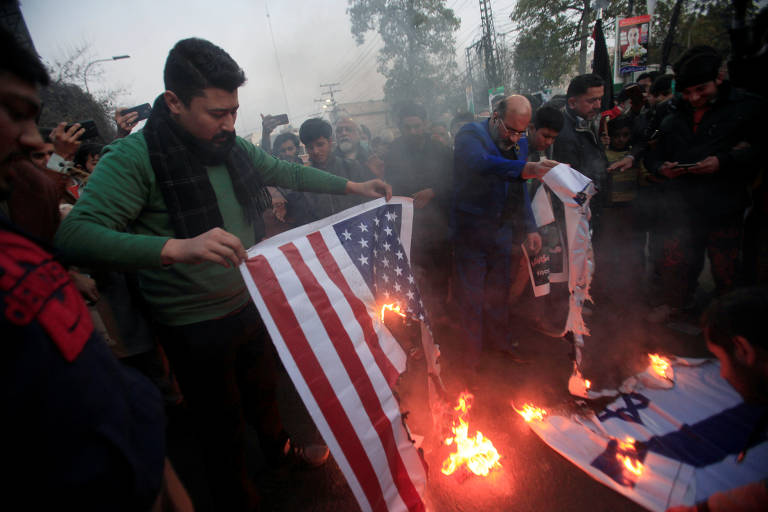 Protestos massivos no Irã contra morte de general Suleimani