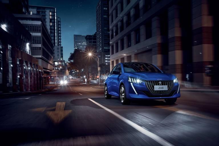 O compacto de origem francesa Peugeot 208 será produzido na Argentina e chegará ao Brasil com o novo motor 1.2 turbo flex de três cilindros. As vendas devem começar entre abril e maio