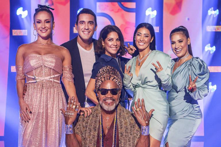 Time The Voice Kids: Claudia Leitte, os apresentadores André Marques e Thalita Rebouças, a dupla Simone e Simaria e, na frente, Carlinhos Brown