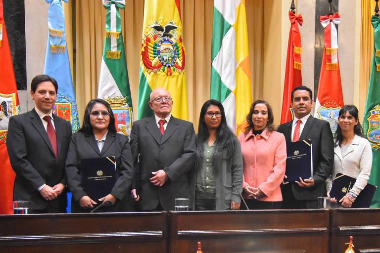 Bolívia anuncia novas eleições presidenciais para 3 de maio
