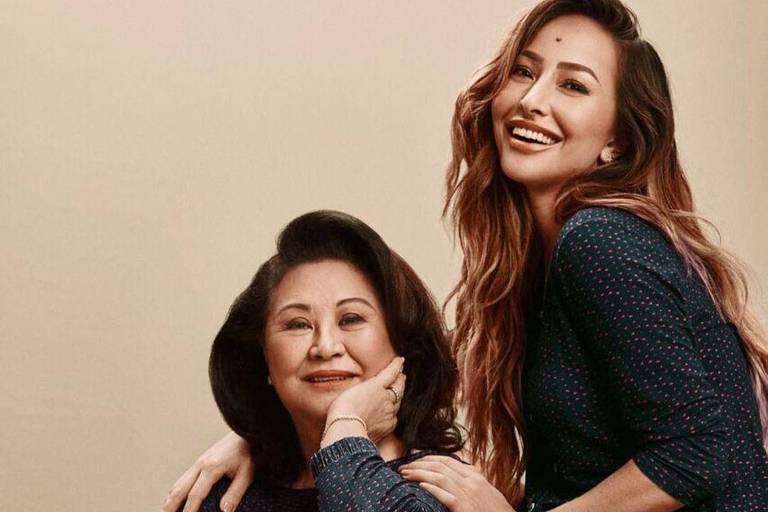 Record contrata Kika Sato, mãe de Sabrina, para novo programa dominical da filha