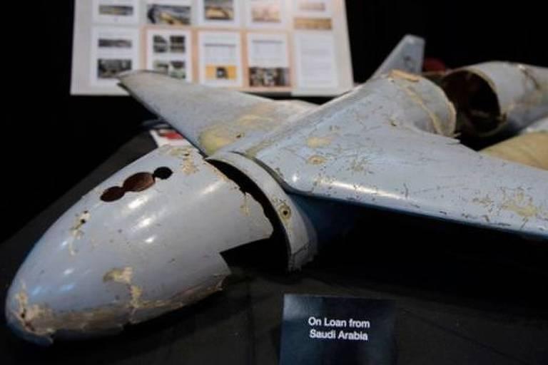 imagem de carcaça avariada de aeronave não tripulada