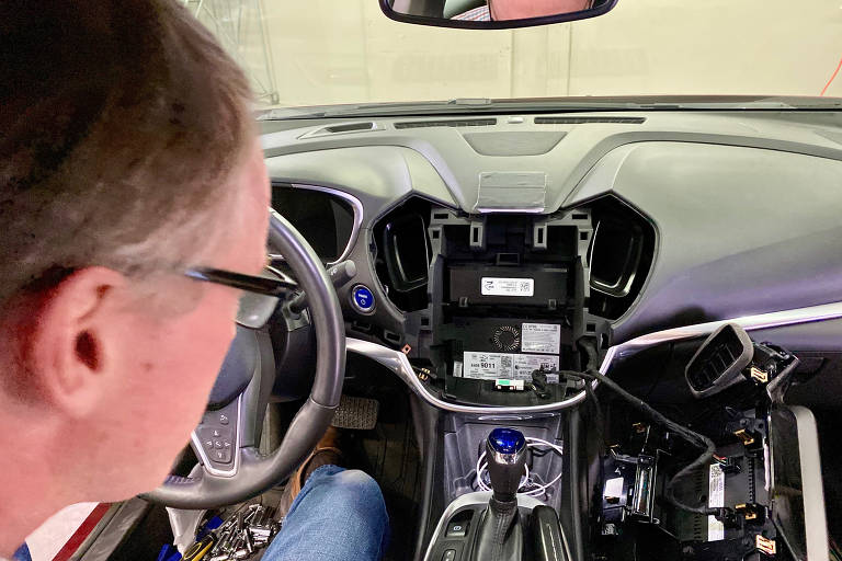 Computador de carro guarda dados pessoais e de direção de motorista