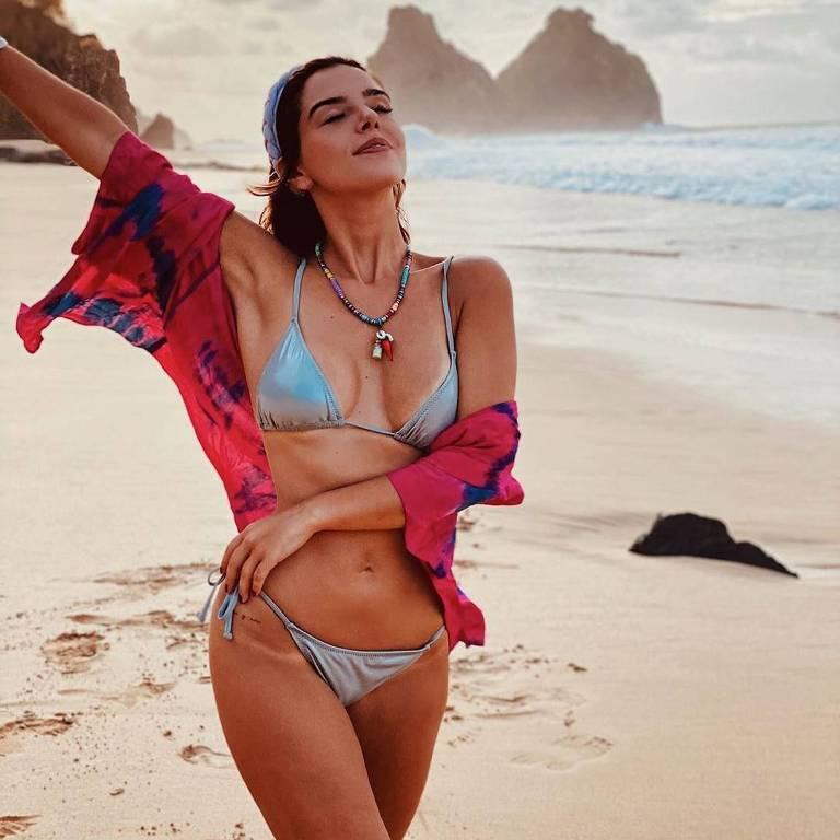 Giovanna Lancellotti passeio por praia em Fernando de Noronha