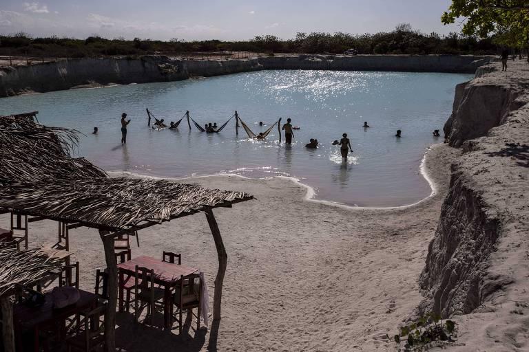 Piscina do Buraco Azul, novo ponto turístico do município de Acaraú, vizinho a Jijoca de Jericoacoara