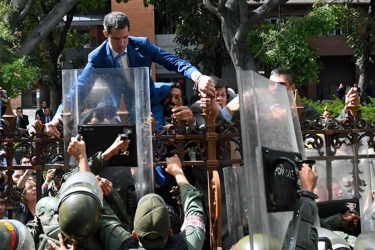 Veja imagens de sessão em que Luis Parra se elegeu presidente da Assembleia Nacional da Venezuela
