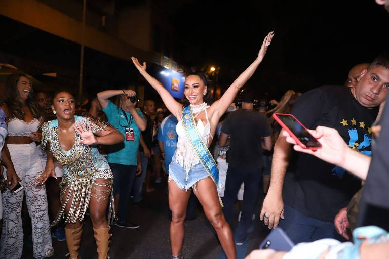 Sabrina dança na Vila Isabel