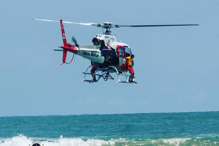 Resgate de banhista no litoral norte de SP