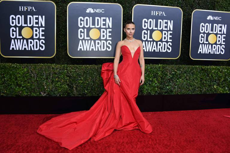A atriz Scarlett Johansson chega à premiação