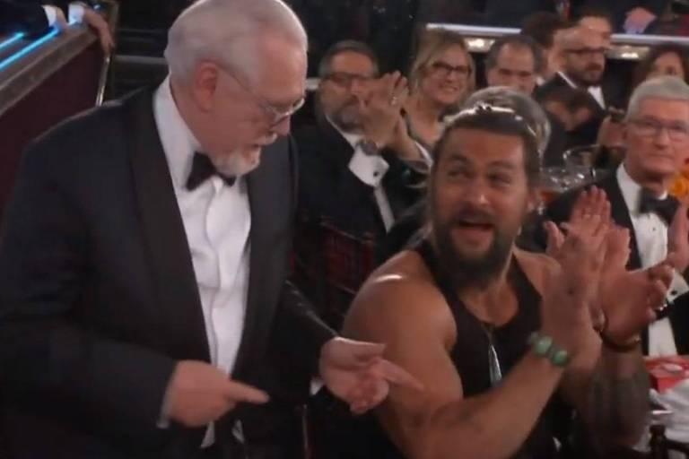 Jason Momoa vai ao Globo de Ouro vestindo regata e viraliza na web